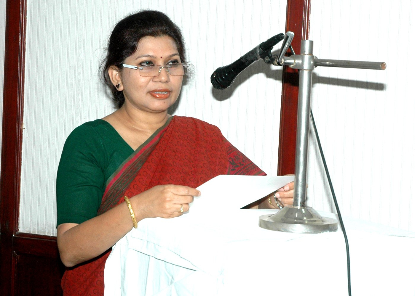 Ms  Atreyee Das DG PPAC administering oath to employees of PPAC Photo Gallery