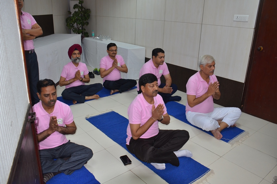Employees of PPAC listening to Yoga Geet on International Yoga Day फोटो गैलरी